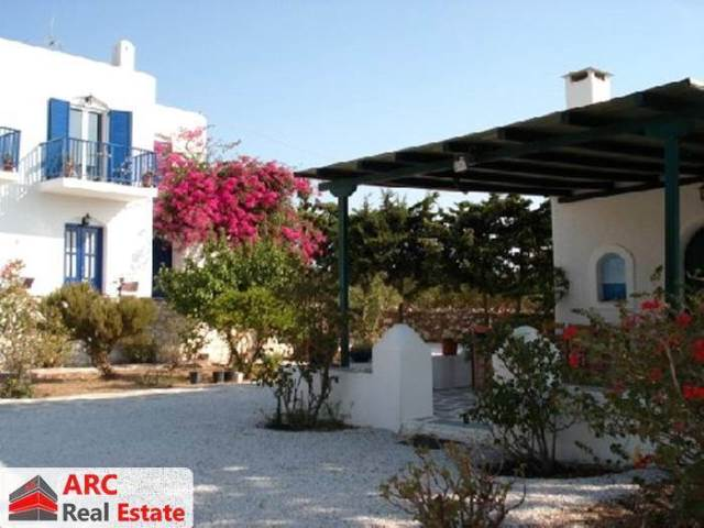 (For Sale) Residential Residence complex || Cyclades/Paros - 415 Sq.m, 13 Bedrooms, 1.300.000€